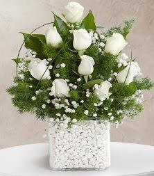 9 beyaz gül vazosu  Sakarya anneler günü çiçek yolla
