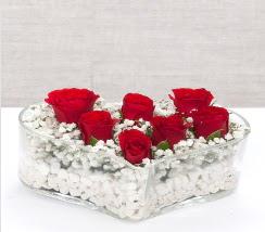 kalp içerisinde 7 adet kırmızı gül  Sakarya çiçek yolla , çiçek gönder , çiçekçi