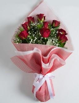9 adet kırmızı gülden buket  Sakarya anneler günü çiçek yolla