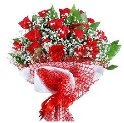 11 kırmızı gülden buket  Sakarya çiçekçi telefonları