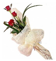 3 adet kırmızı gül buketi  Sakarya internetten çiçek satışı