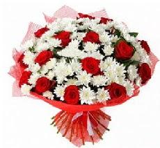 11 adet kırmızı gül ve 1 demet krizantem  Sakarya çiçekçi mağazası