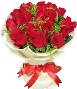 19 adet kırmızı gülden buket tanzimi  Sakarya hediye çiçek yolla