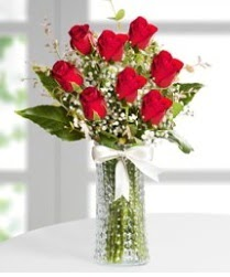 7 Adet vazoda kırmızı gül sevgiliye özel  Sakarya kaliteli taze ve ucuz çiçekler
