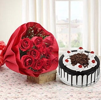12 adet kırmızı gül 4 kişilik yaş pasta  Sakarya hediye sevgilime hediye çiçek