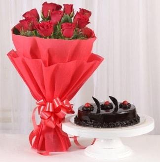 10 Adet kırmızı gül ve 4 kişilik yaş pasta  Sakarya güvenli kaliteli hızlı çiçek