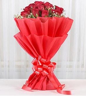 12 adet kırmızı gül buketi  Sakarya çiçek servisi , çiçekçi adresleri